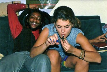 Brooke-shields-smokes-pot-with-bad-brains-hr