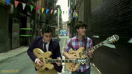 116401Vampire_Weekend_-_Cousins_1Official_Music_Video1111-30-591.PNG
