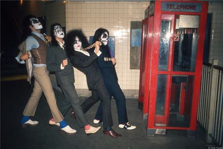 C-250_KISS_PhoneBooth1_1974_Gruen748