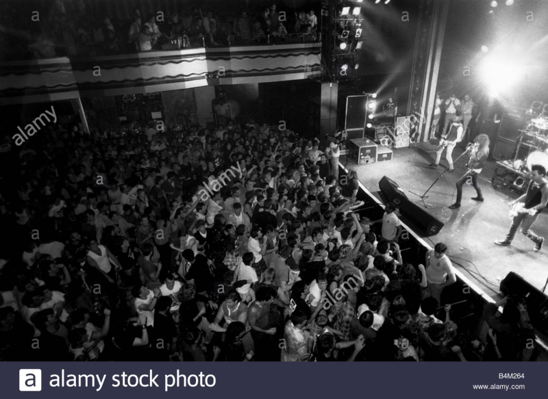 The-ramones-rock-group-september-1987-on-stage-at-a-gig-in-new-york-B4M264